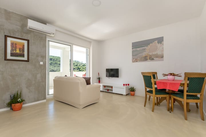 Cozy apartment with the pool - Okrug Donji - Daire