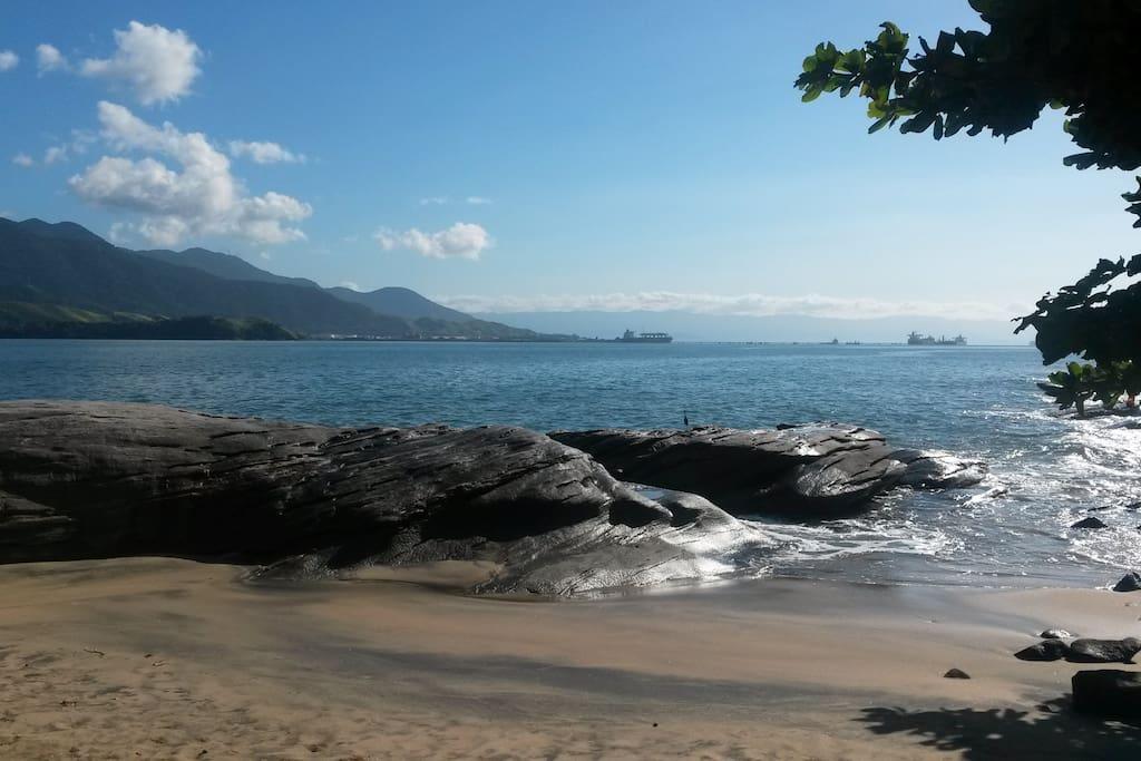 praia do Oscar, em frente ao condomínio.