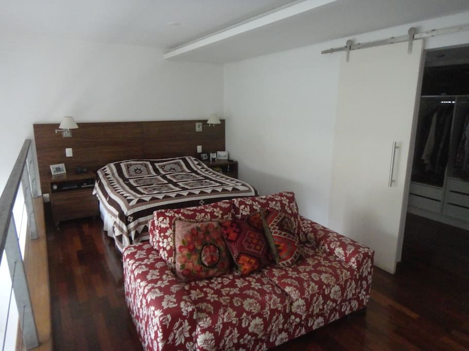 Andar Superior - Quarto / Upper Level - Bed Area