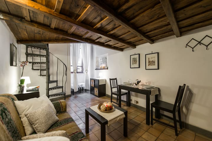 Central soppalco loft,Spanish steps