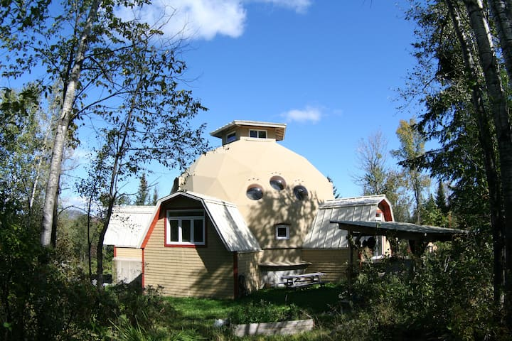 Geodesic dome in an eco-village - Saint-Camille - Hus