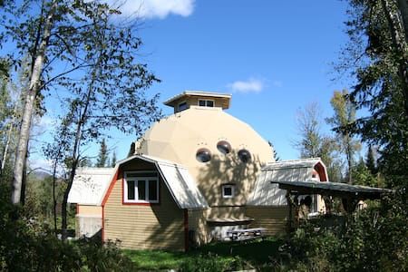 Geodesic dome in an eco-village - Saint-Camille - Rumah
