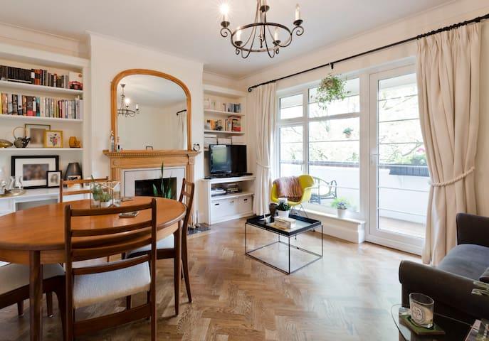 Dbl bdrm in beautiful Richmond flat