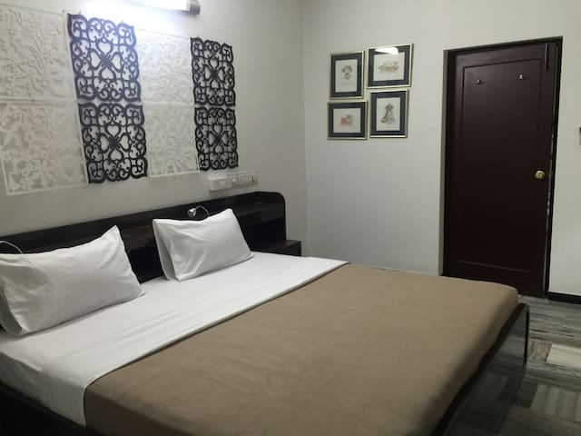 Rooms in chennai' Mylapore centre