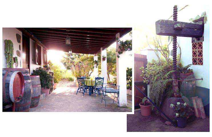 """Folk House """"Casa Los Hinojales"""" - La Tierra del Trigo"""