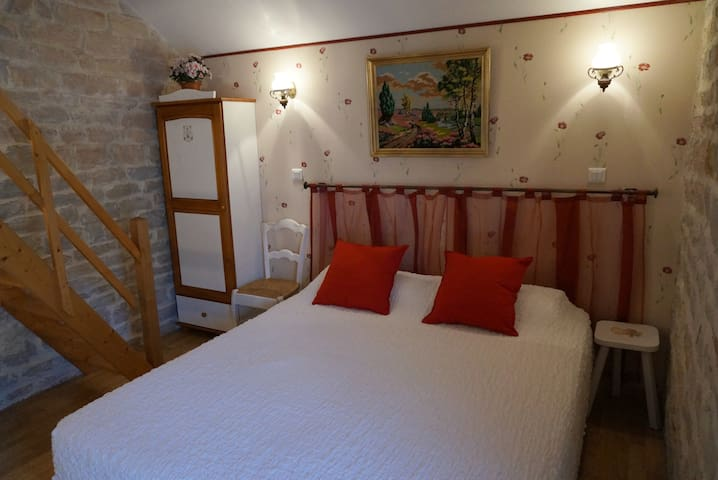 Le Pressoir. Chambre Edouard - Fontaine-lès-Dijon - ที่พักพร้อมอาหารเช้า