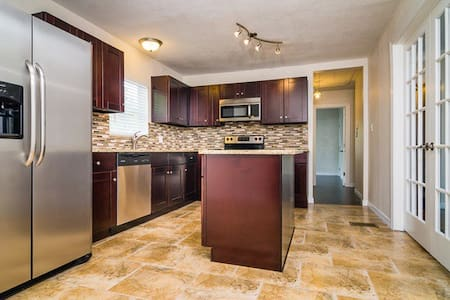 Private room/bath in Tampa - Tampa - House - 1