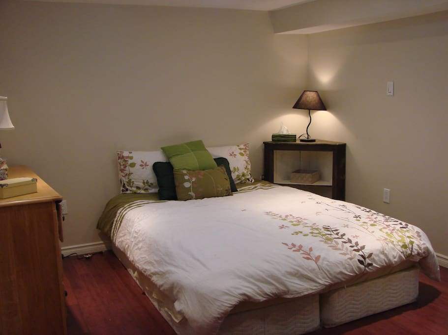 Spacious Bedroom with posture-pedic queen sized mattress
