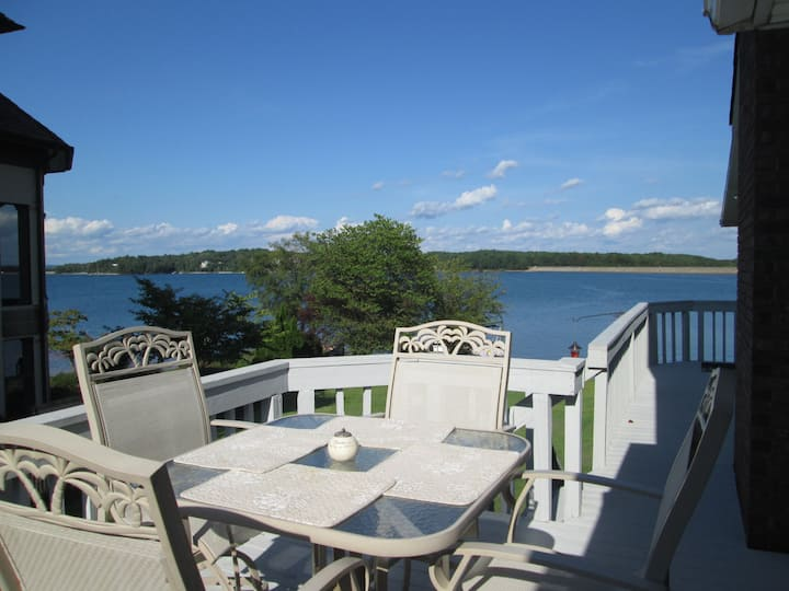 Beautiful waterfront /Best location on Lake Keowee
