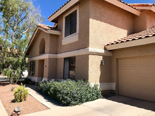 Cozy, clean, inviting space near Downtown Gilbert!