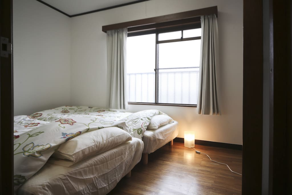 two single beds/两张单人双