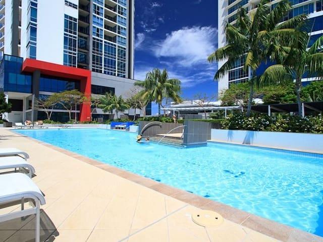 Privad room, King bed, balcony, lux facilities CBD