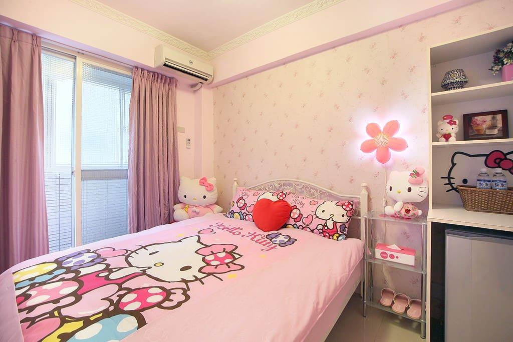 粉紅凱蒂雙人房