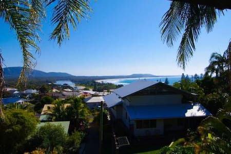 Amazing ocean views, tranquil setting, best value - Crescent Head - House