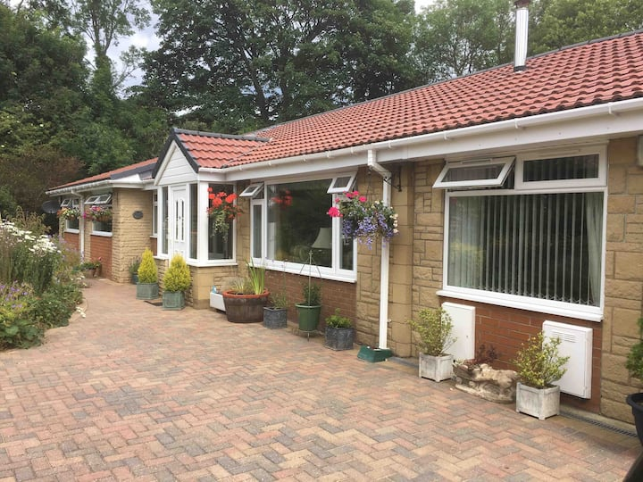 One Room or Two in Whitby bungalow c/w breakfast