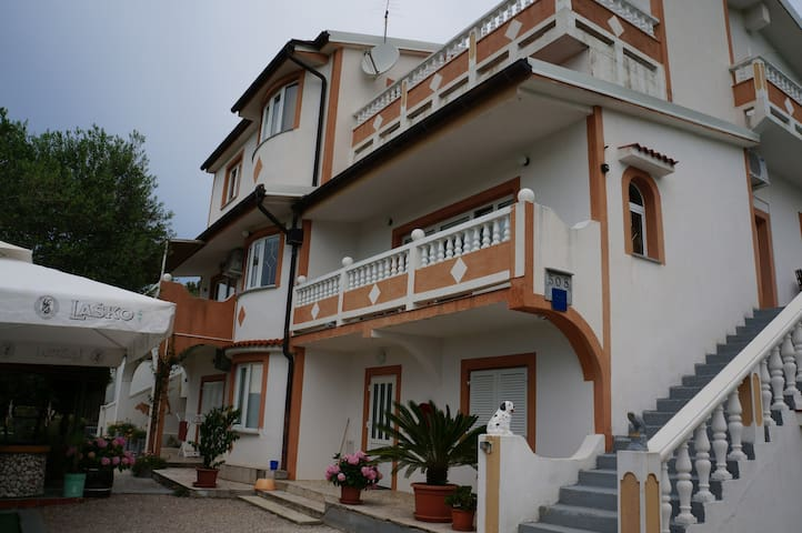 Beautiful familly House for your  best vacations - Supetarska Draga - Apartment