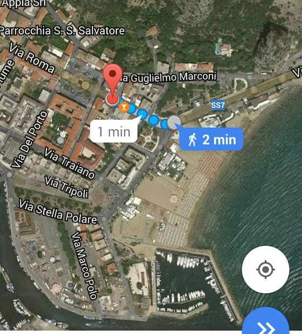 Distance from apartment to beach, very near