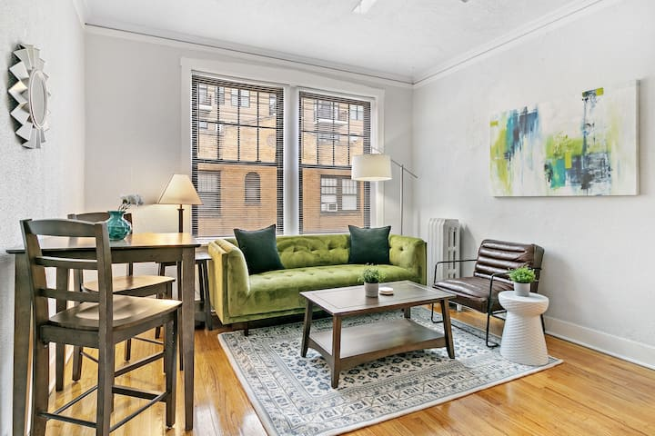 Artistic Flair 1-Bedroom Apartment In Lakeview