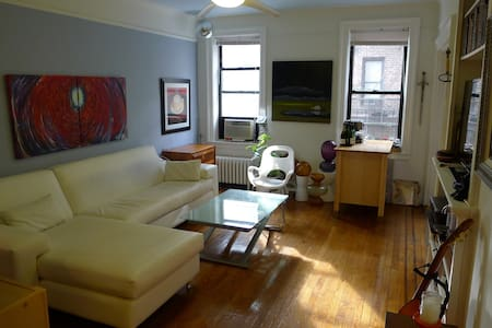 Spacious & Artsy Astoria Apartment - Queens