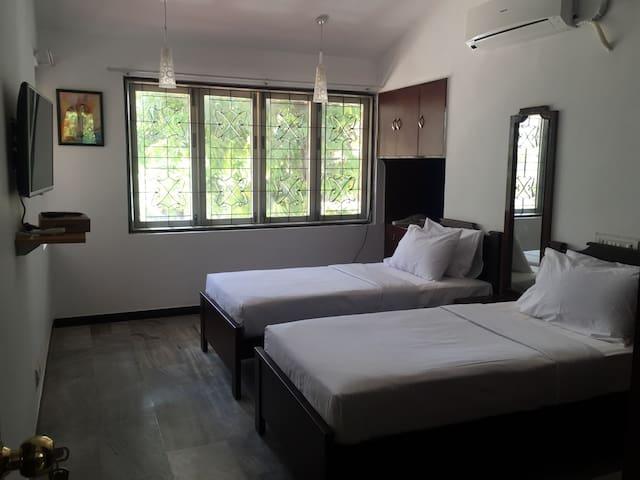 Lovely 5bdr modern house in mylapor