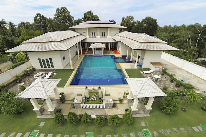 Huay Yai Manor - bed luxury villa - Muang Pattaya - Вилла