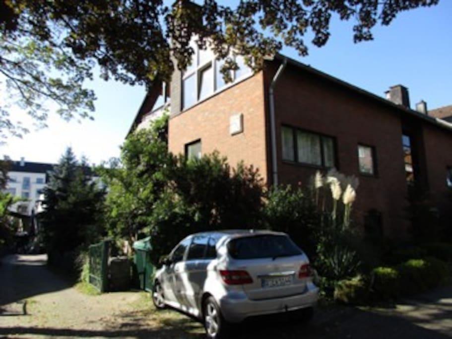 geschmackvolles zimmer oberkassel apartments for rent in d sseldorf nordrhein westfalen. Black Bedroom Furniture Sets. Home Design Ideas