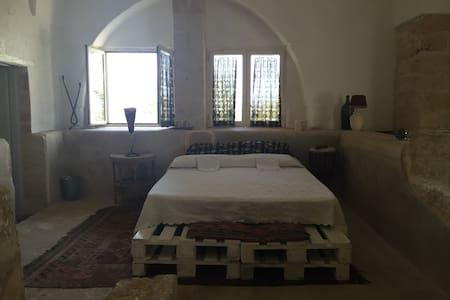 """Stanza privata """"Palmento"""" e stanza""""la stalla"""". - Sant'Elia"""