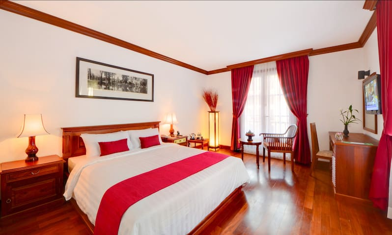 RCH Spa (DBL/TWN+2 pools + BF + one way Pick up) - Siem Reap  - Bed & Breakfast