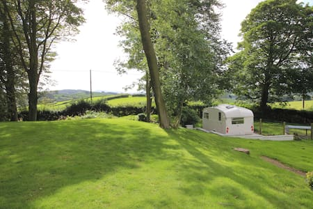 Lakeland Vintage Cottage Caravan - Barrows Green