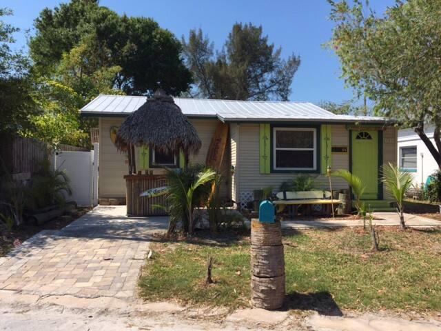Jimmy Buffetts writing cabin !!! Tropical Paradise