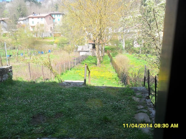 casa indipendente + ampio giardino - Montepiano - Apartemen