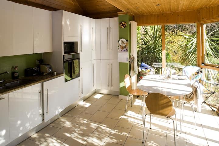 COZY Comfortable Irish Cottage twin room