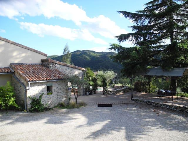 1 chambres  pour 2  personnes - Saint-Fortunat-sur-Eyrieux - Casa