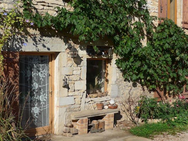 Grande maison en pierre - Graye-et-Charnay - Dom