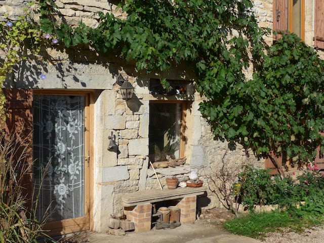 Grande maison en pierre - Graye-et-Charnay - Dům