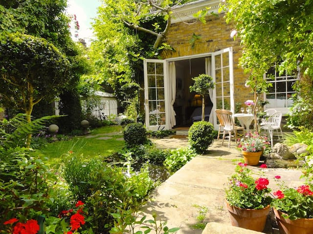 Most Luxurious and Peaceful Sunny Garden Apartment - Londra