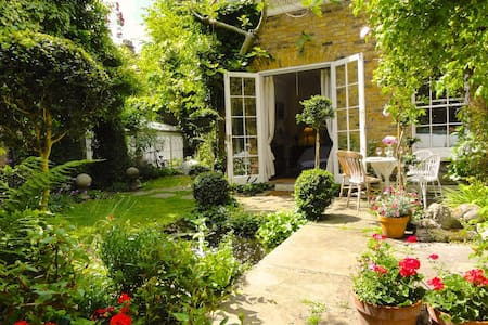Most Luxurious and Peaceful Sunny Garden Apartment - Londen - Appartement