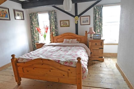 Large Double Bedroom - Tingewick
