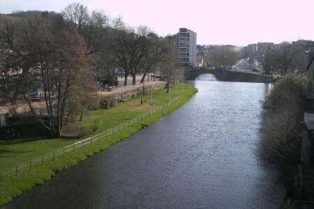 chambre,  centre ville, vue rivière - Aurillac