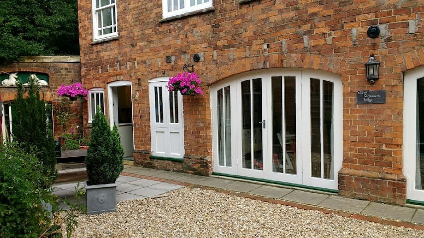 2 bedroom detached character property in Louth