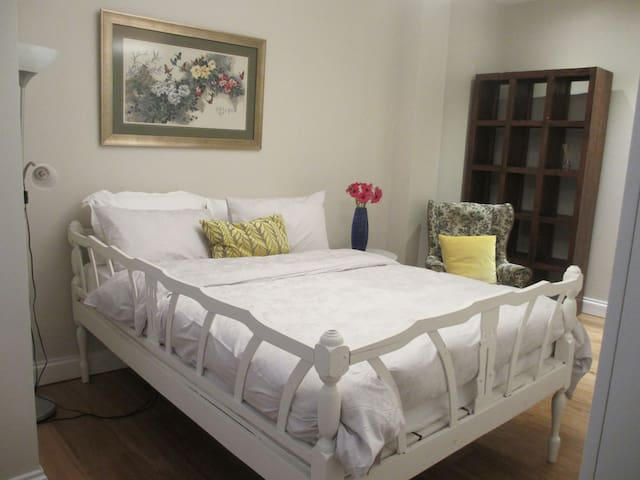 A large Comfortable king size vintage bed.
