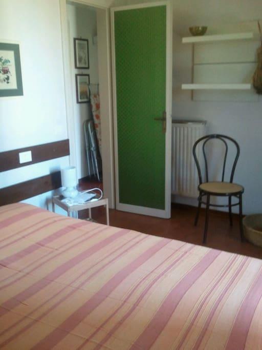 Camera da letto con letti matrimoniali