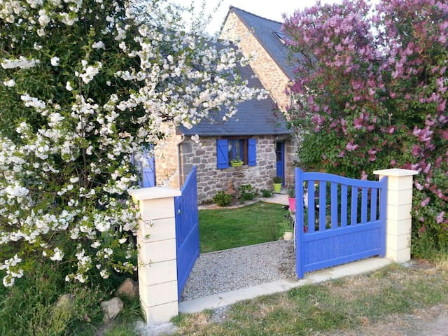 Romantic Escape  in rural Brittany - Jugon-les-Lacs / Megrit   - Huis