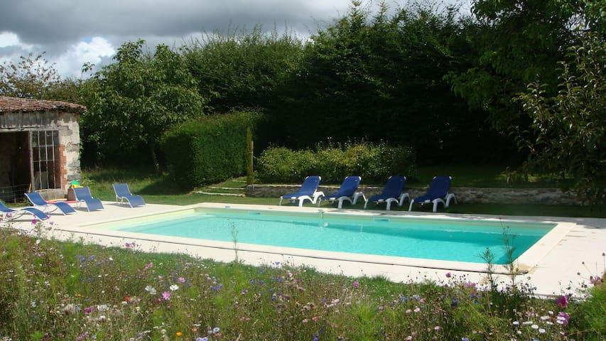 L'Orangerie, gite avec piscine - Moncoutant - House
