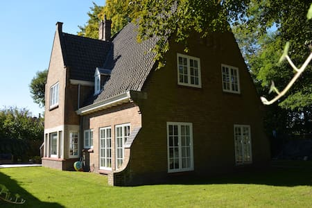 Central villa with 4 bedrooms (10p) - Brugge - Villa