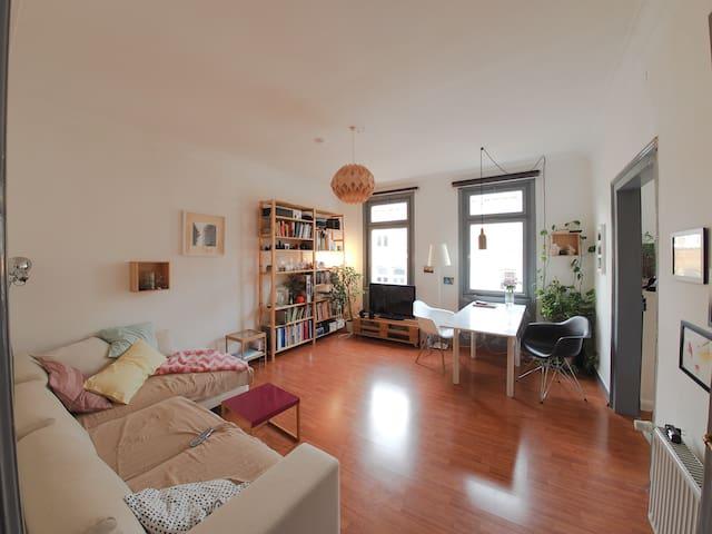 Schöne 3 - Zimmer Wohnung in Mitte - Stuttgart - Departamento