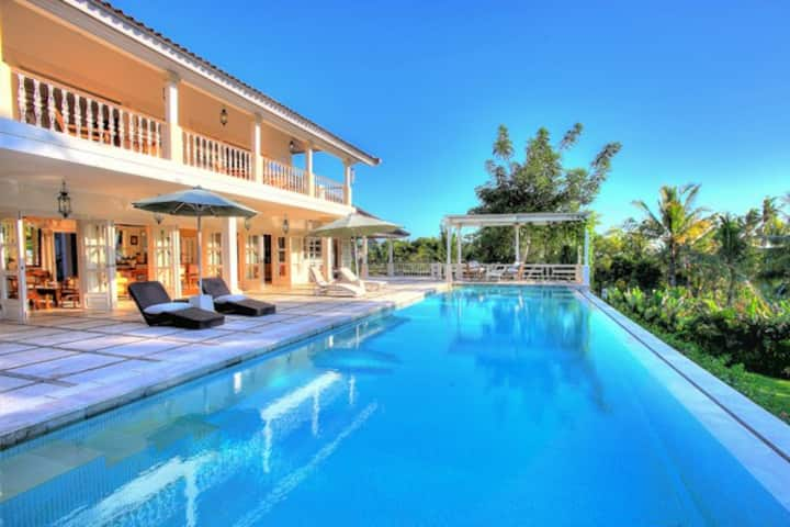 Luxury villa with lots of privacy, min. 3 months