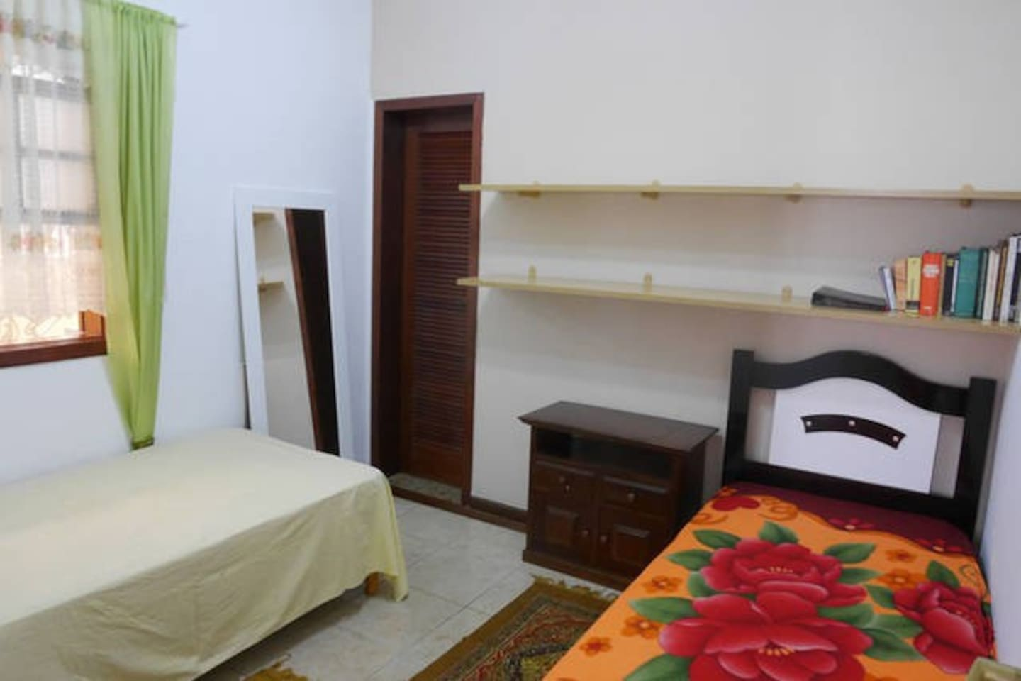 Zimmer mit zwei Betten / room with two beds.