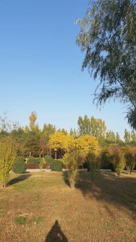 欧式花园小区,院子里有独立公园,供到北京休闲小憩。1层,落地阳台 - ปักกิ่ง - บ้าน