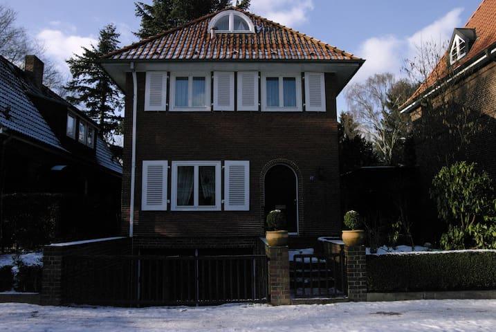 Quiet house, garden, airport close - Hamburg - Rumah